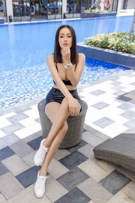 Mac ho bao, Mai Phuong Thuy suyt lo vong mot tren song truc tiep-Hinh-7