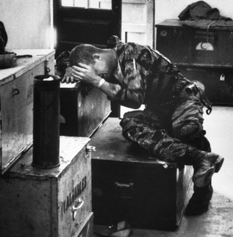 Anh soc linh My chat vat dau thuong trong chien tranh Viet Nam-Hinh-8
