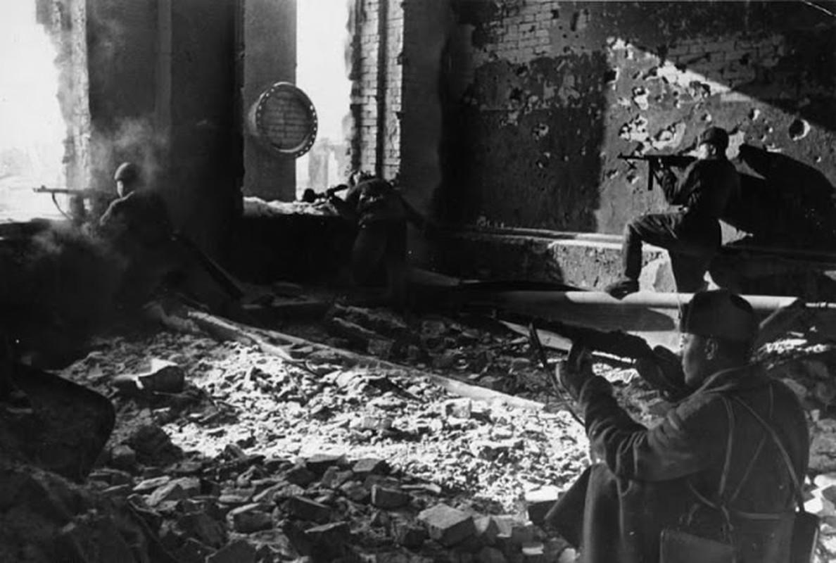 Loat anh kinh dien ve tran Stalingrad chan dong lich su-Hinh-7