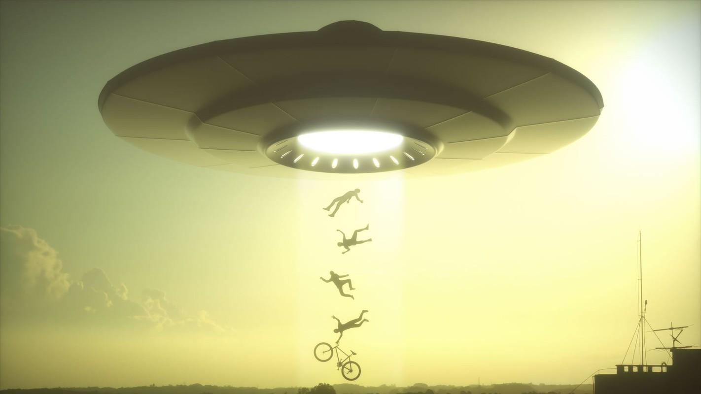 Chan dong vu UFO deo bam dai dang tau san bay My