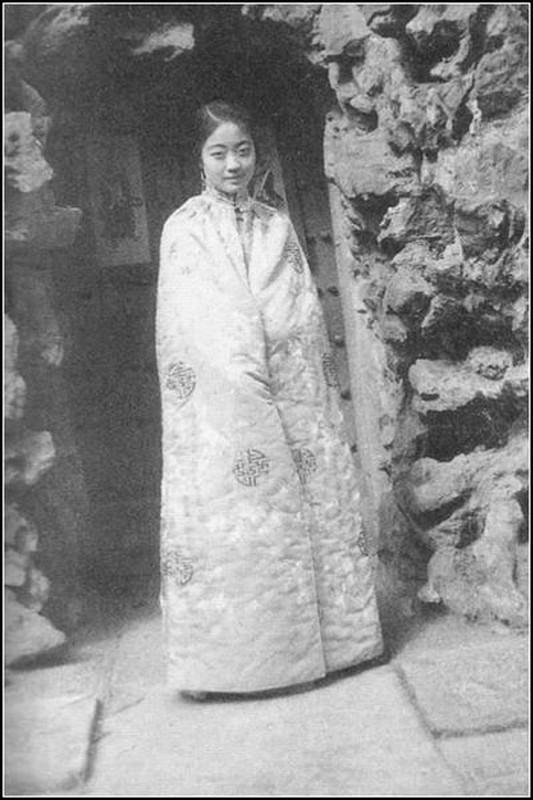 Su that dong troi chung nghien ''khoe than'' cua hoang hau cuoi cung TQ-Hinh-8