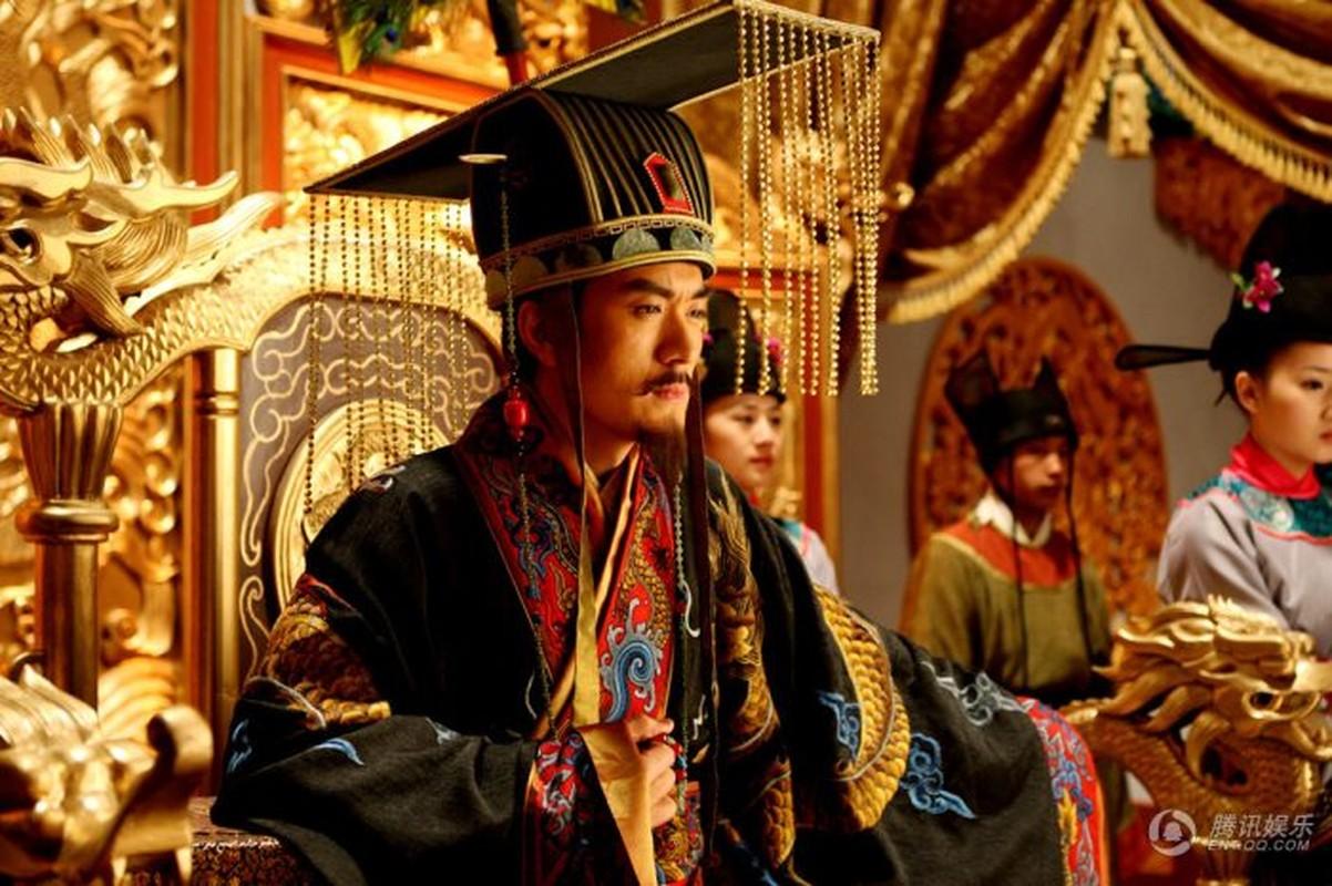 Vi sao hoang de Trung Quoc luon phat cuong vi tien dan?