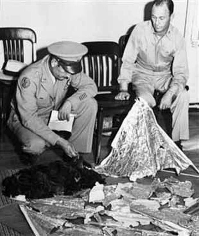 Chan dong: Khong chi 1, co tan 2 UFO roi xuong Roswell nam 1947?-Hinh-5