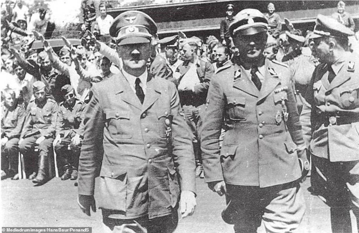 Nguoi dan Duc ung ho Hitler vi loi tien tri cua Nostradamus?-Hinh-5