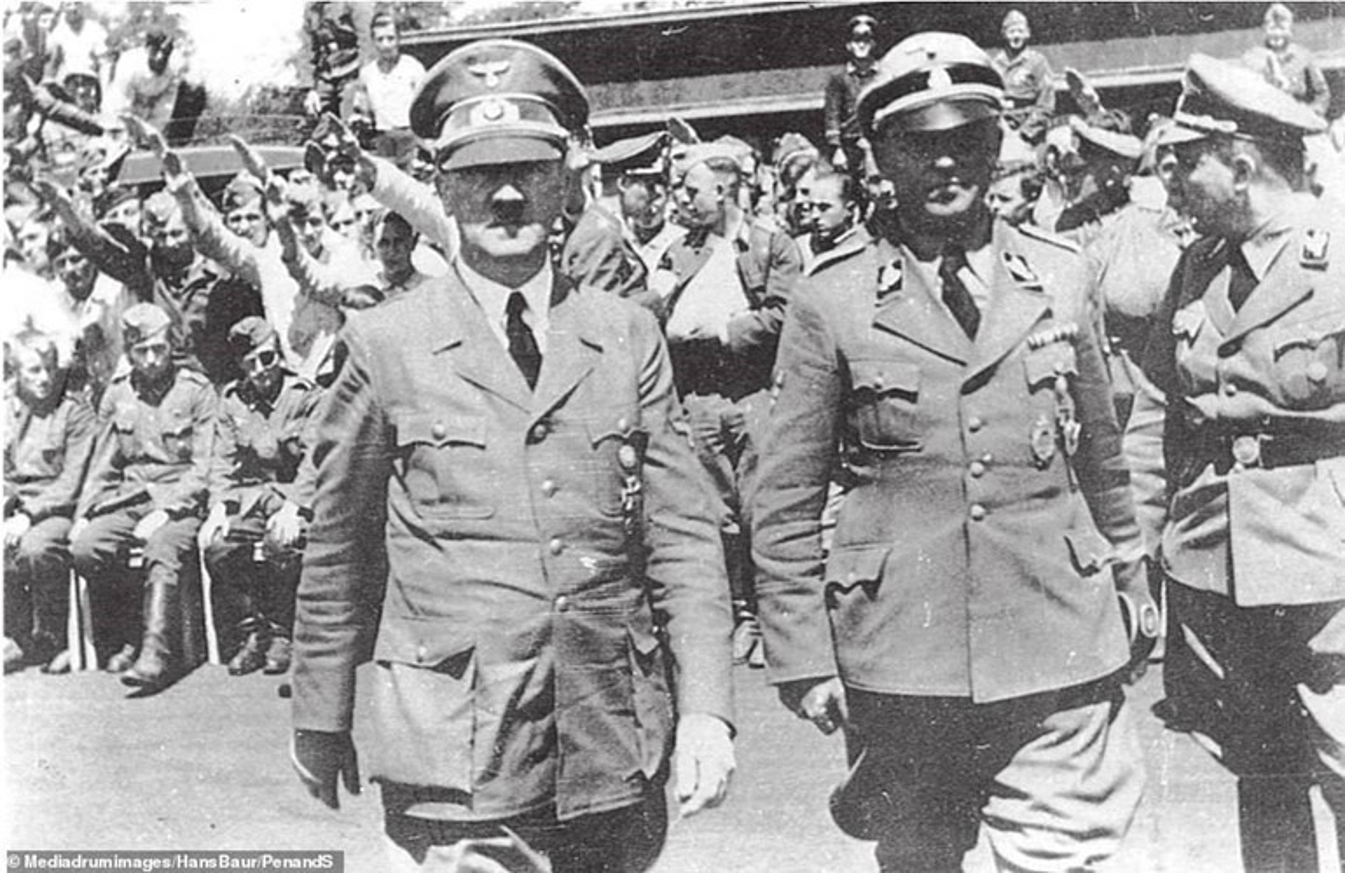 Nong: Hitler khong he bo tron bang tau ngam sang Nam My?-Hinh-3