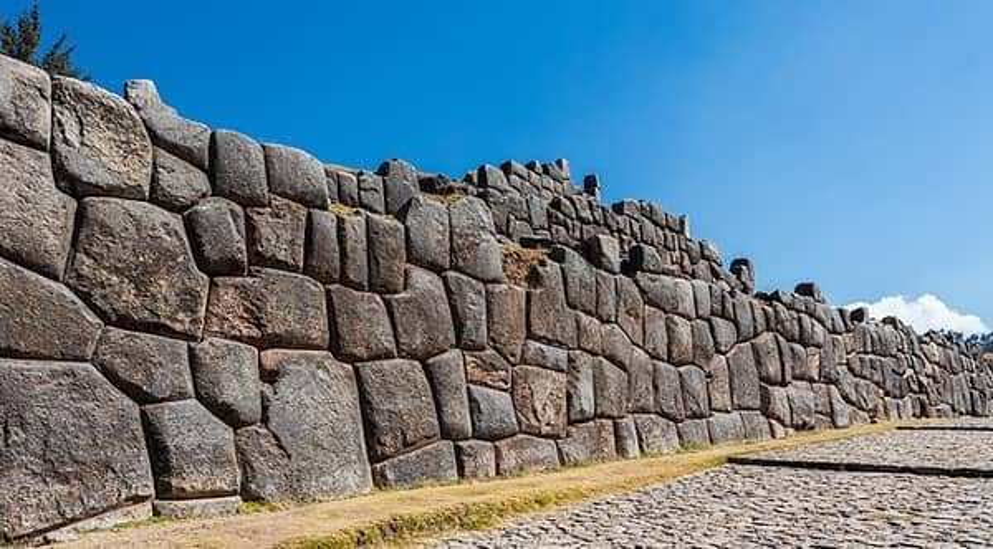 Bi an buc tuong da khong lo cua nguoi Inca