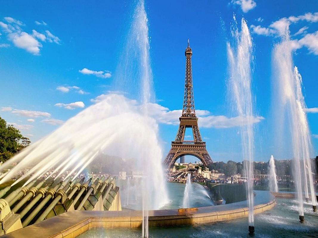 Su that can phong bi mat tren dinh thap Eiffel