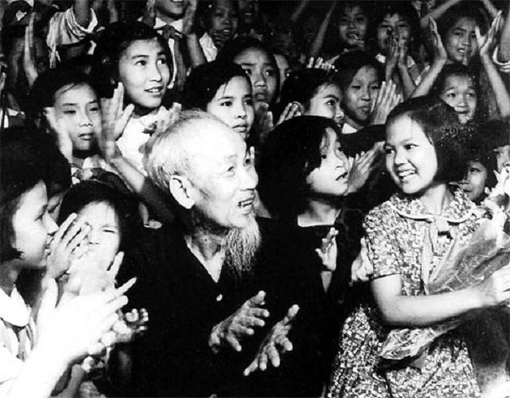 Nhung hinh anh khong the quen ve Chu tich Ho Chi Minh vi dai-Hinh-9
