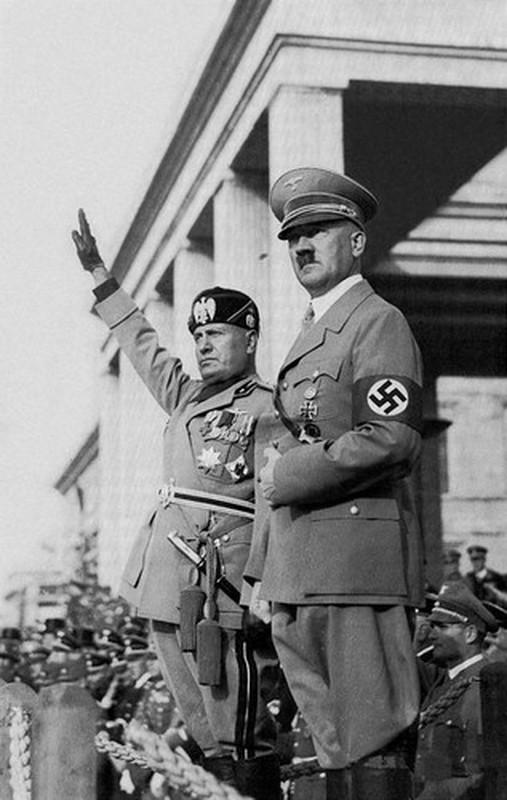 So phan khon kho cua con trai ke doc tai phat xit Mussolini