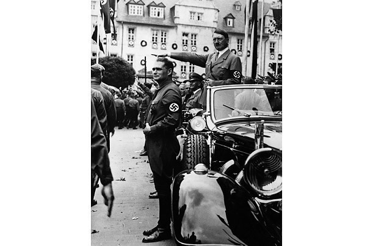 So chet, Hitler hiem khi xuat hien tai cac su kien lon?-Hinh-3