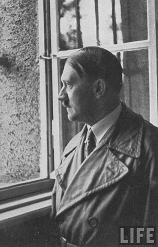 So chet, Hitler hiem khi xuat hien tai cac su kien lon?-Hinh-5