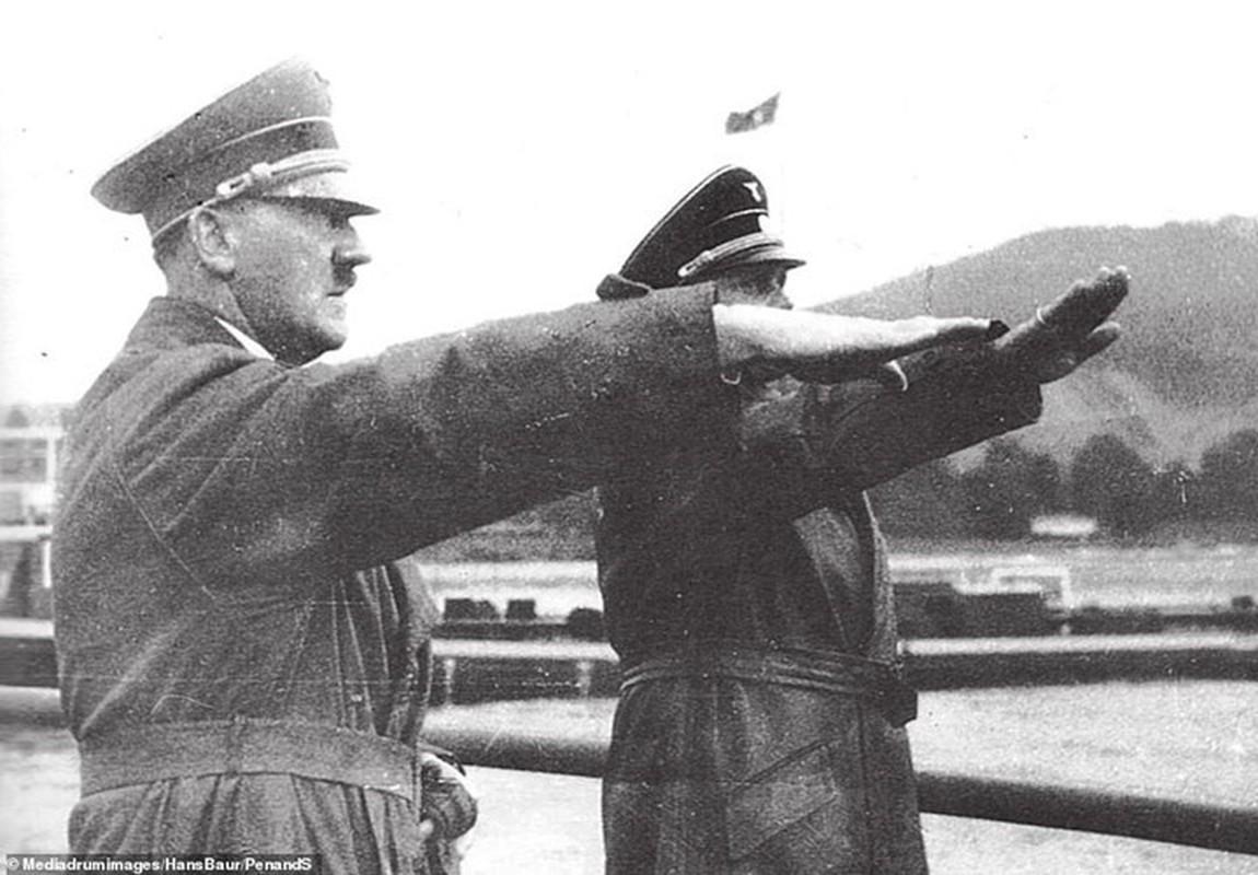 So chet, Hitler hiem khi xuat hien tai cac su kien lon?-Hinh-9