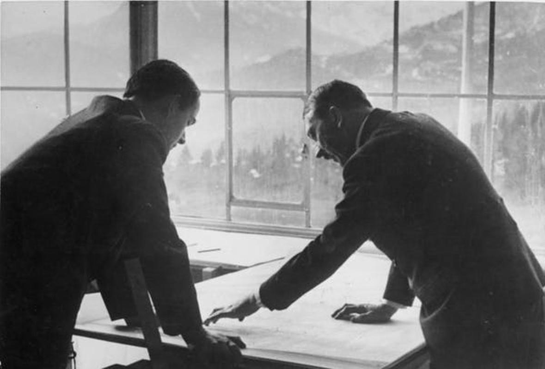 Cuc bat ngo vien canh Hitler ve ra khi chien thang The chien II-Hinh-2