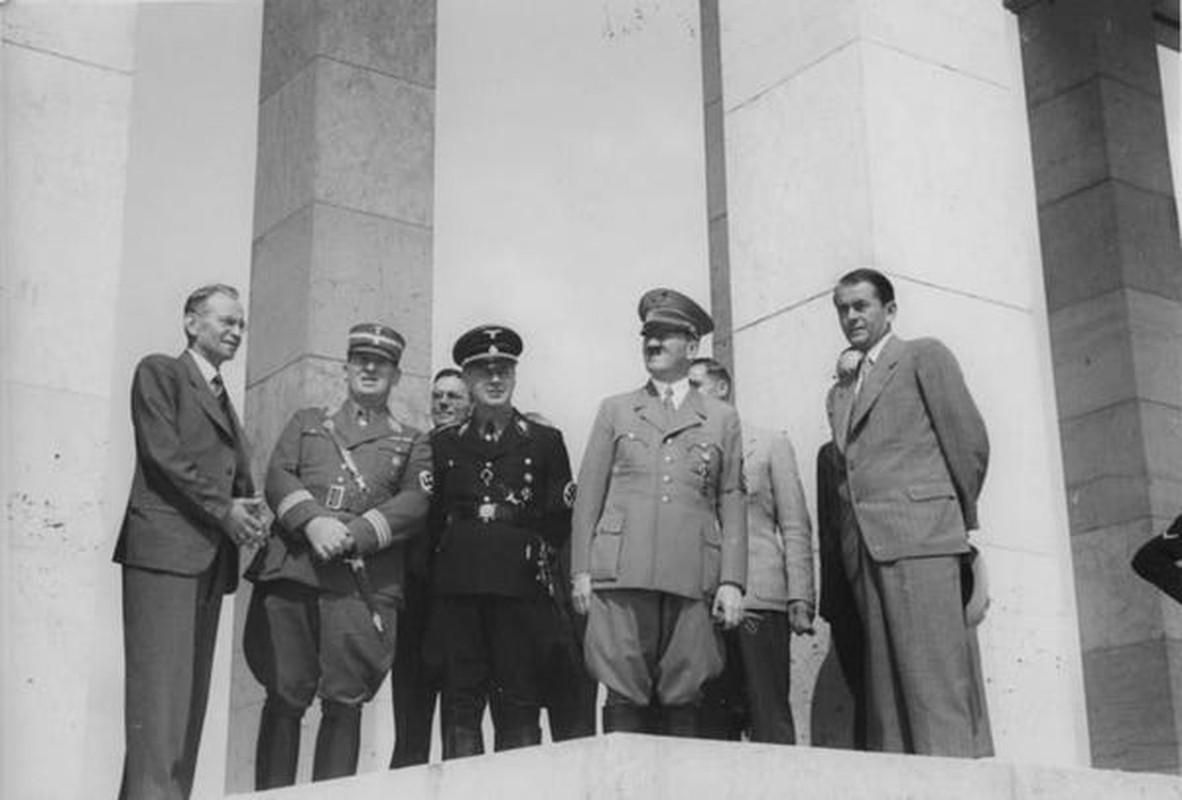 Cuc bat ngo vien canh Hitler ve ra khi chien thang The chien II