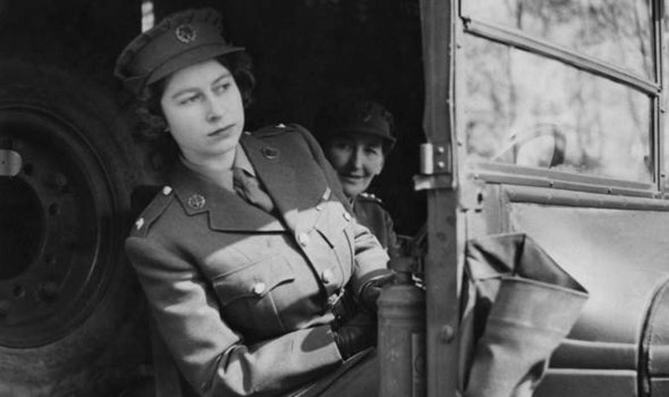 Vi sao Nu hoang Anh Elizabeth II tung lam tho sua xe?-Hinh-3