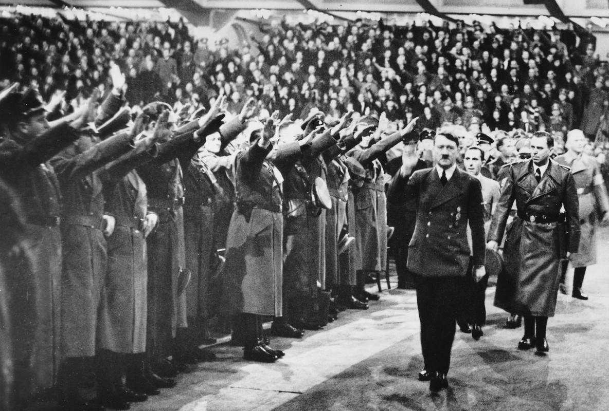 Tran chien ky la: Linh Duc phan boi Hitler quay sang giup My-Hinh-4