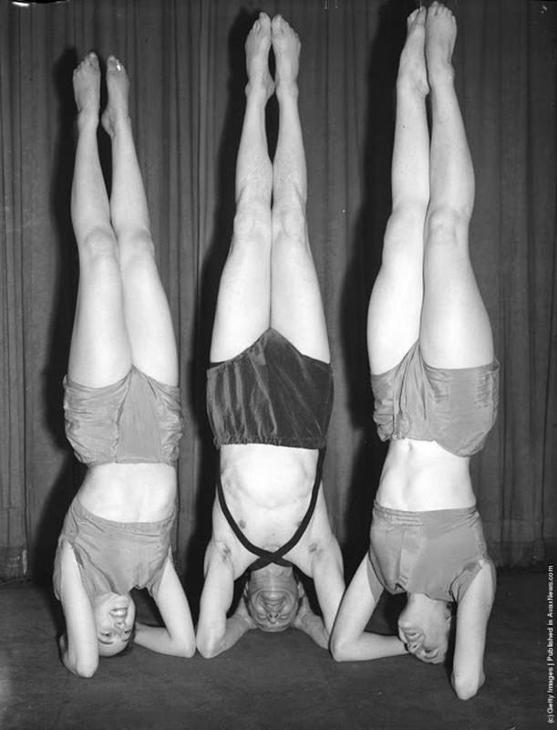 Anh: 100 nam truoc, nam thanh nu tu tap yoga cuc deo-Hinh-5