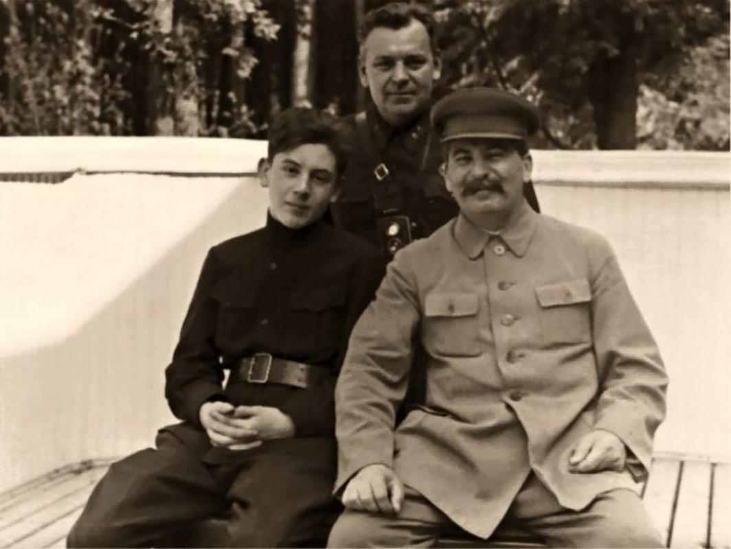 Hitler ngang nguoc bat coc con trai ca cua nha lanh dao Stalin?-Hinh-4