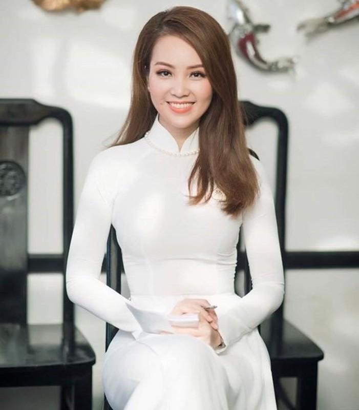 A hau Thuy Van: Tu nguoi dep ung xu toi BTV truyen hinh sac sao-Hinh-10