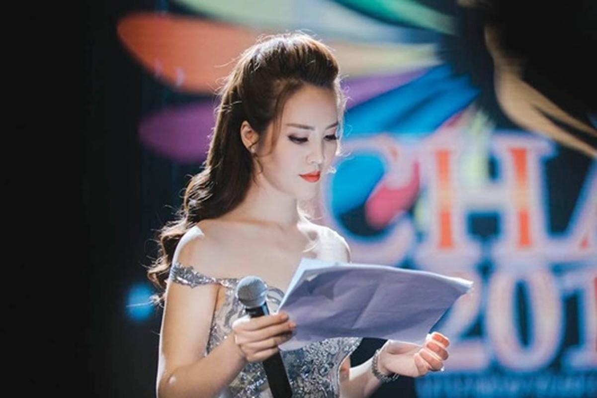 A hau Thuy Van: Tu nguoi dep ung xu toi BTV truyen hinh sac sao-Hinh-5