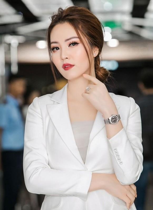 A hau Thuy Van: Tu nguoi dep ung xu toi BTV truyen hinh sac sao-Hinh-7