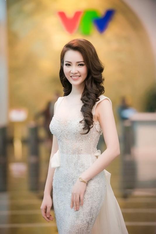 A hau Thuy Van: Tu nguoi dep ung xu toi BTV truyen hinh sac sao-Hinh-8
