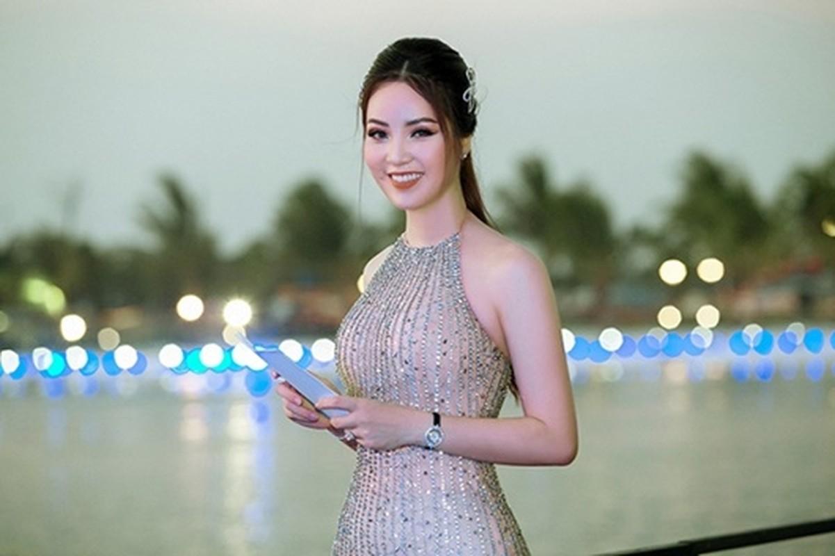 A hau Thuy Van: Tu nguoi dep ung xu toi BTV truyen hinh sac sao-Hinh-9
