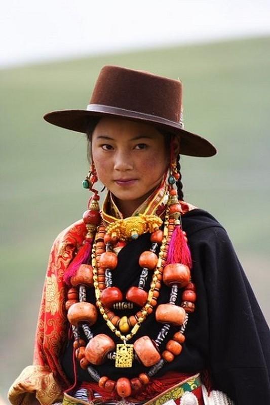 """Bo toc deo vang """"khung"""" tren nguoi de the hien dia vi-Hinh-10"""