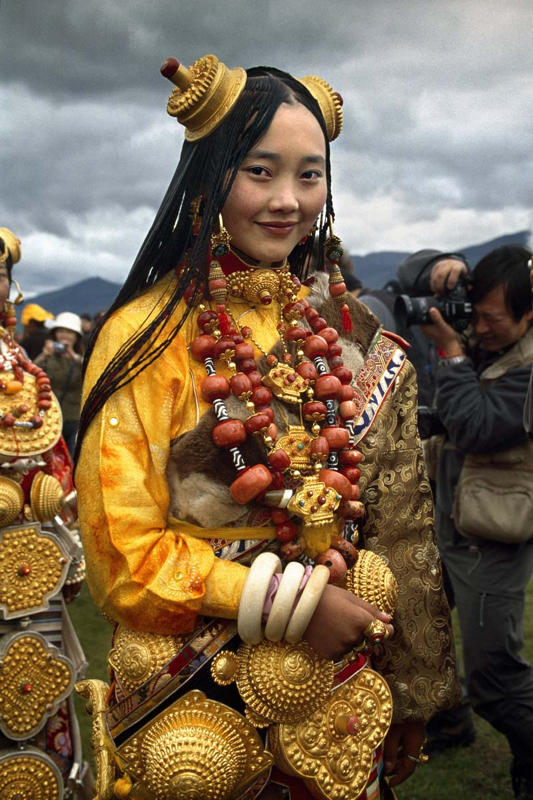 """Bo toc deo vang """"khung"""" tren nguoi de the hien dia vi-Hinh-5"""