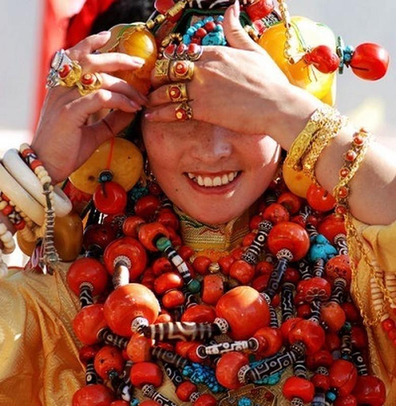 """Bo toc deo vang """"khung"""" tren nguoi de the hien dia vi-Hinh-6"""