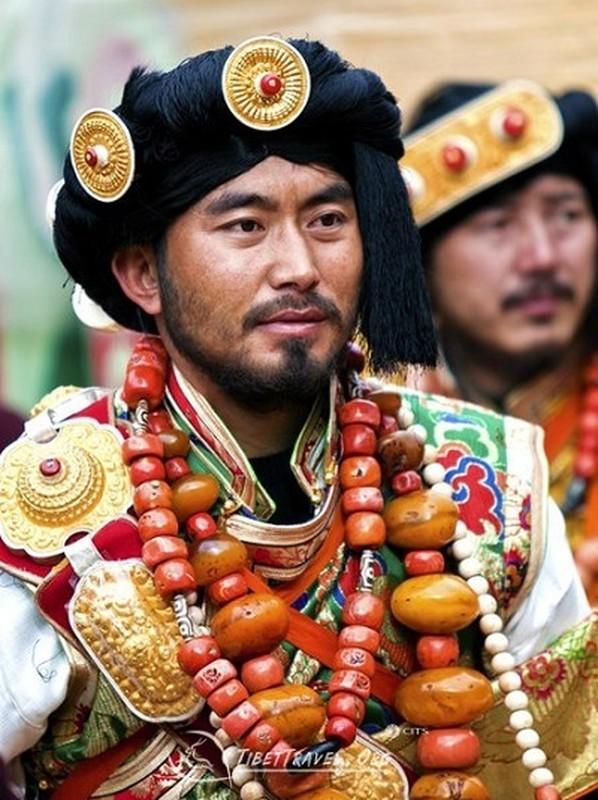 """Bo toc deo vang """"khung"""" tren nguoi de the hien dia vi-Hinh-9"""