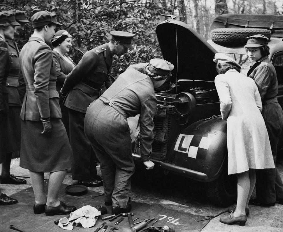 He lo anh Nu hoang Anh lam tho sua xe nhung nam 1940-Hinh-9
