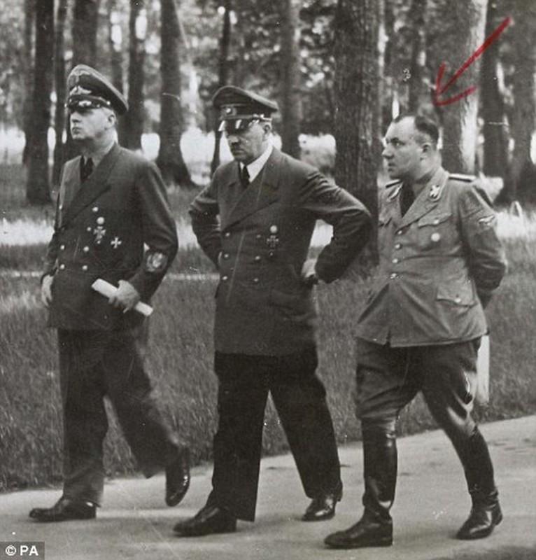 Ket tham cua thu ky rieng, tay sai than tin lam viec cho Hitler