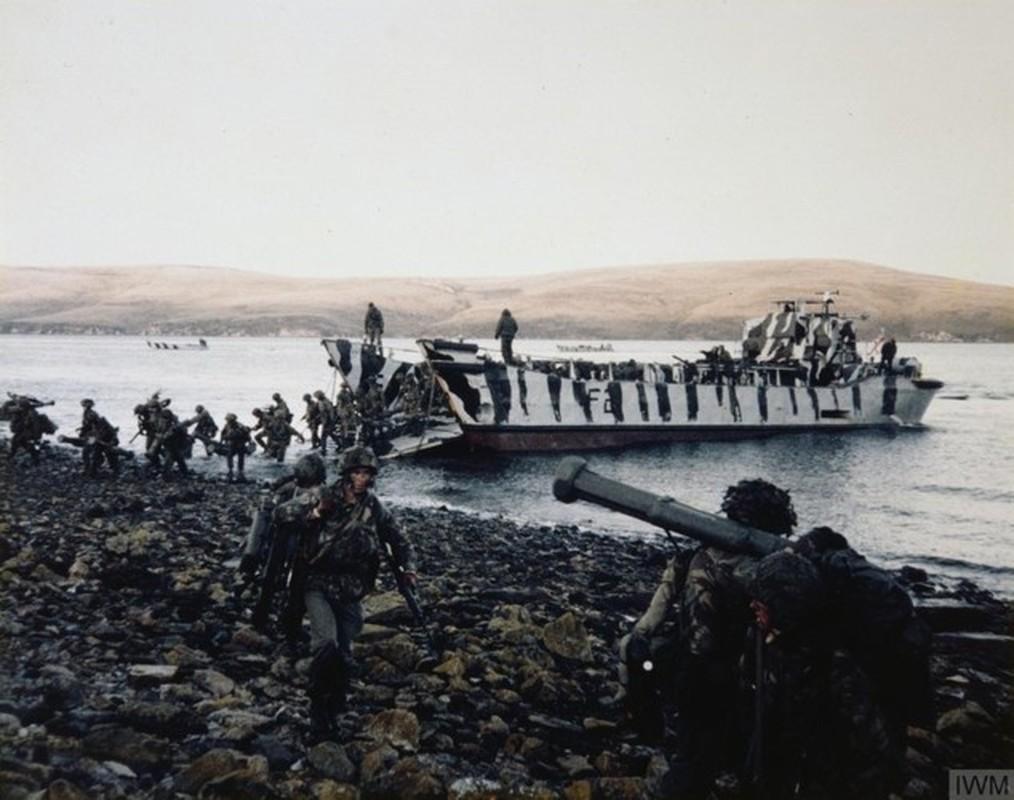 "Choang voi dong thai ran mat cua ""ba dam thep"" trong cuoc chien Falklands-Hinh-8"