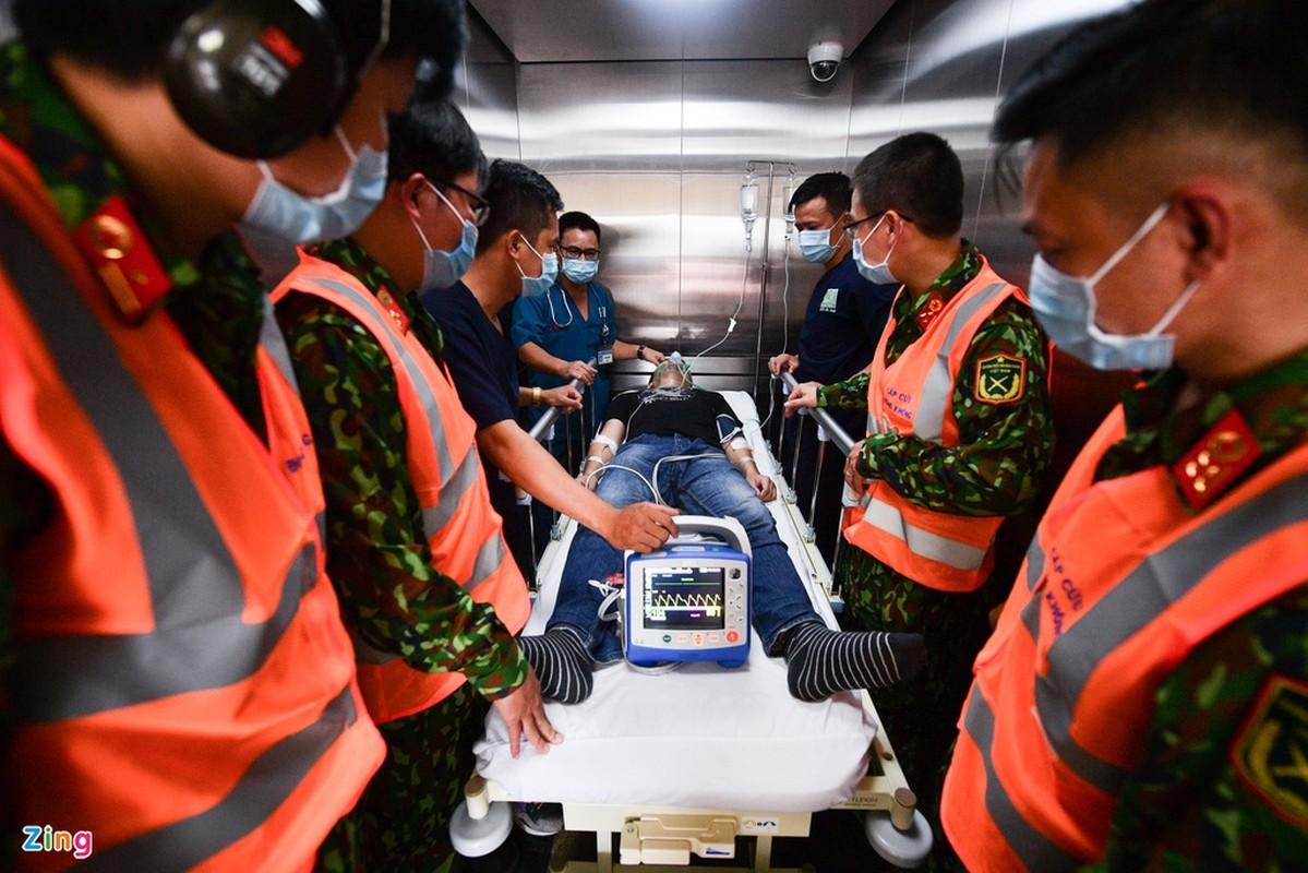 Chuyen bay cap cuu bang truc thang tren bau troi TP.HCM-Hinh-5