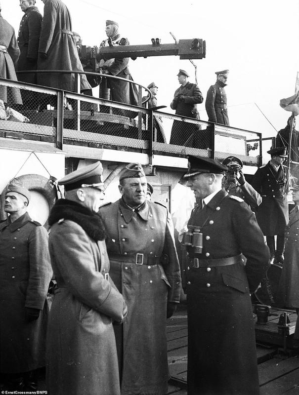 Lo anh linh Duc quoc xa chuan bi cho cuoc xam luoc Anh 1940-Hinh-2