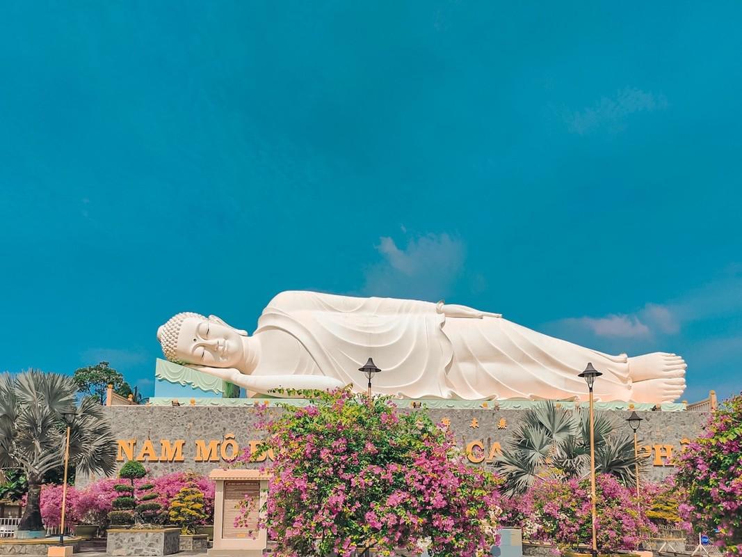 An tuong ngoi chua o Tien Giang voi 3 tuong Phat lon doc dao-Hinh-9