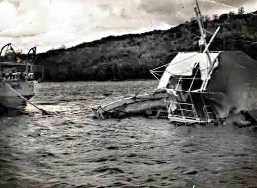Bi an 25 thuy thu bien mat tren bien nam 1955-Hinh-10