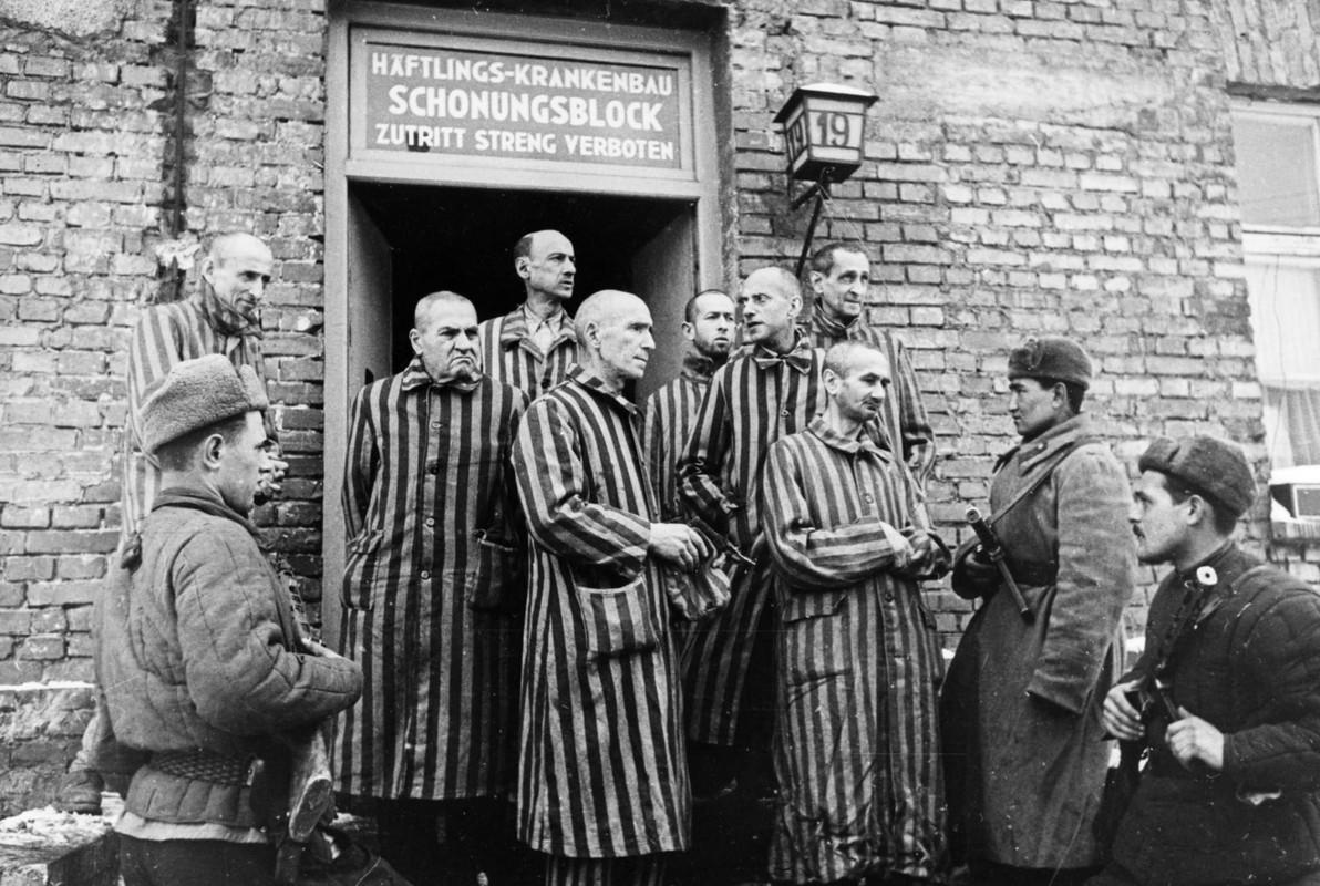 Toi ac rung ron cua Duc quoc xa tai Auschwitz phoi bay nam 1945-Hinh-2