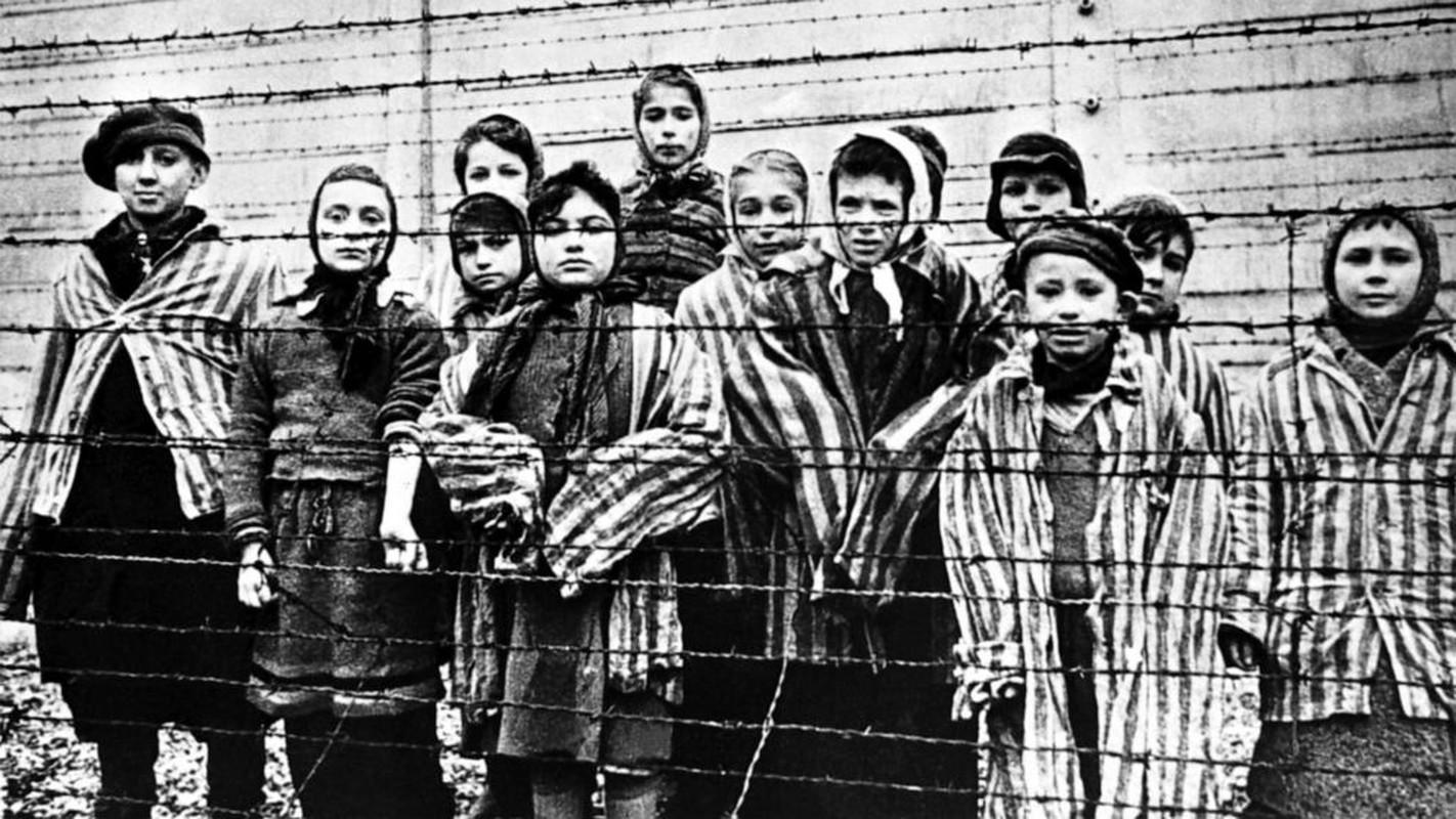 Toi ac rung ron cua Duc quoc xa tai Auschwitz phoi bay nam 1945-Hinh-4