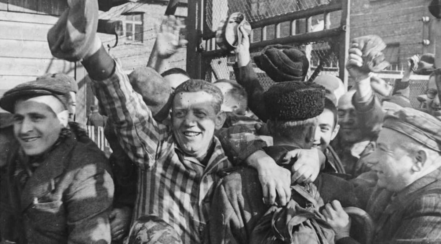 Toi ac rung ron cua Duc quoc xa tai Auschwitz phoi bay nam 1945-Hinh-5