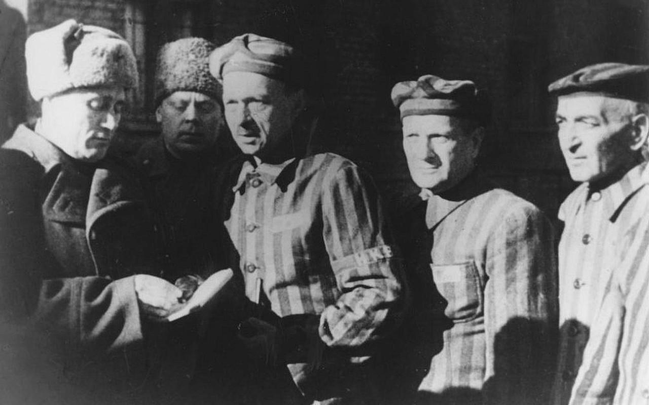 Toi ac rung ron cua Duc quoc xa tai Auschwitz phoi bay nam 1945-Hinh-6