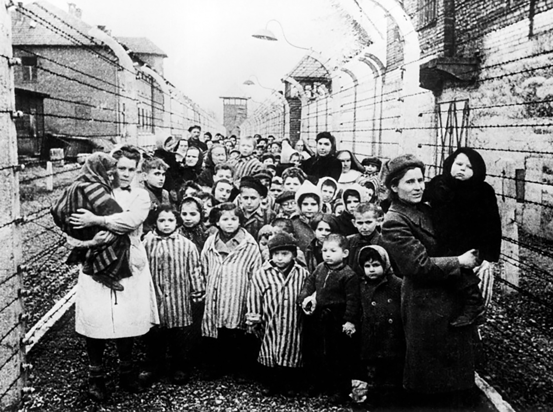 Toi ac rung ron cua Duc quoc xa tai Auschwitz phoi bay nam 1945-Hinh-7