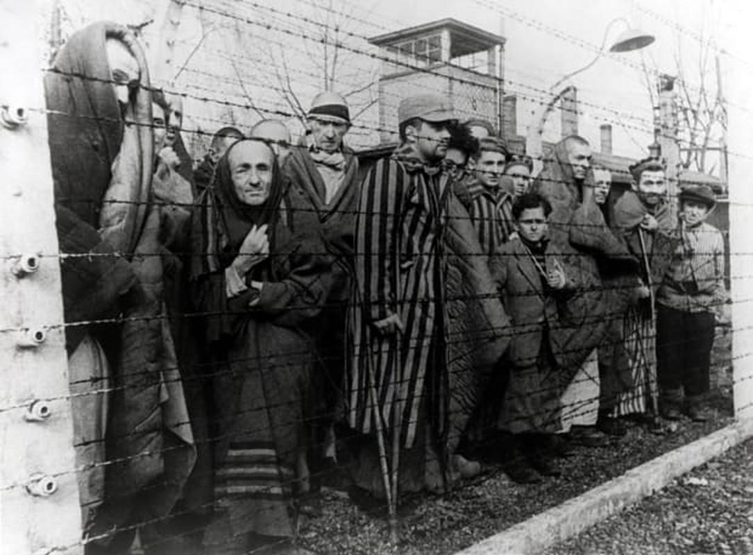 Toi ac rung ron cua Duc quoc xa tai Auschwitz phoi bay nam 1945-Hinh-8