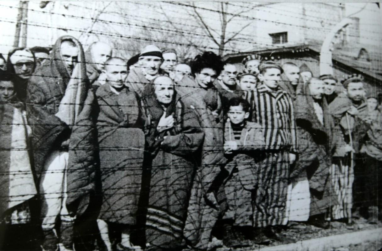 Toi ac rung ron cua Duc quoc xa tai Auschwitz phoi bay nam 1945-Hinh-9