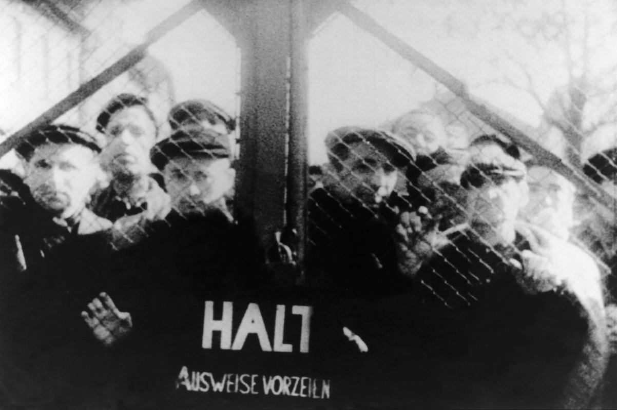 Toi ac rung ron cua Duc quoc xa tai Auschwitz phoi bay nam 1945