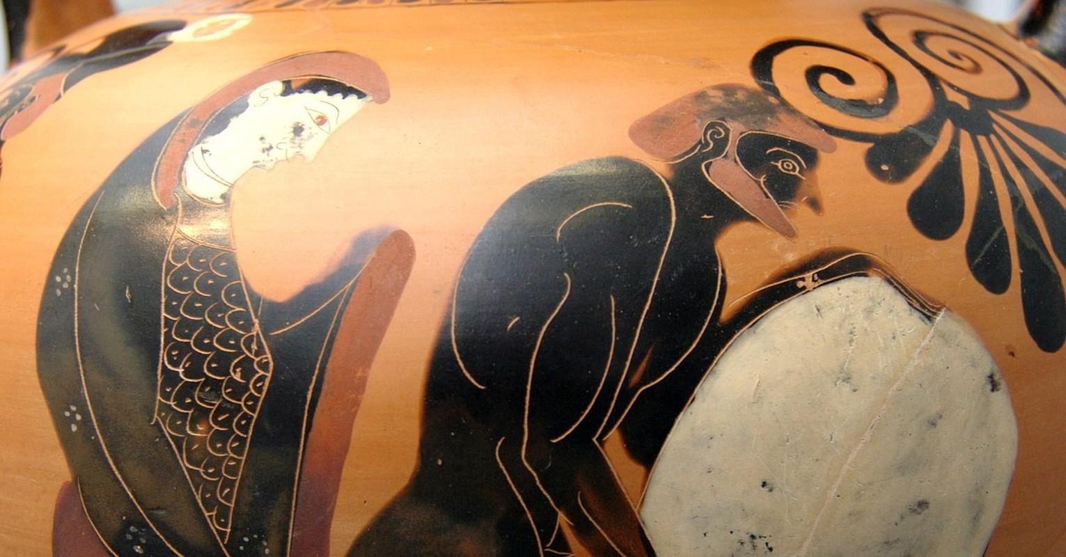 Hinh phat tan khoc danh cho vi vua ca gan choc gian than Zeus-Hinh-6