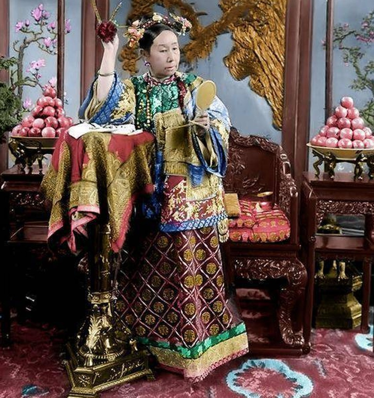 Doc chieu lay long Tu Hy thai hau cua thai giam nha Thanh-Hinh-9