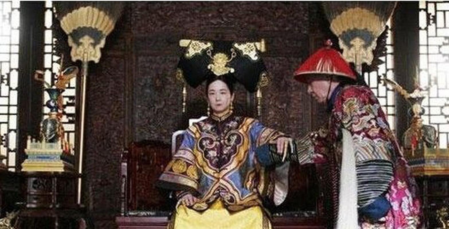 Doc chieu lay long Tu Hy thai hau cua thai giam nha Thanh