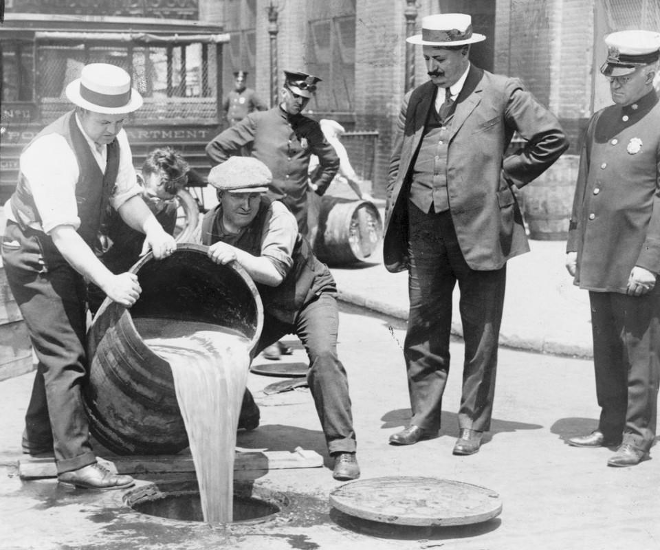 He lo soc mat hang ban chay khi My cam ruou bia nhung nam 1920
